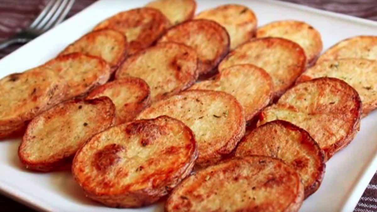 Pommes de terre au four appétissantes et délicieuses