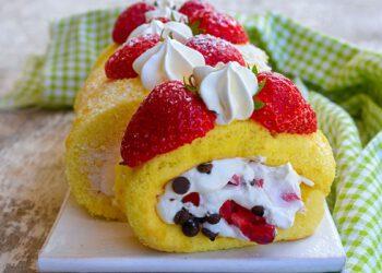 Rouleau à la crème et aux fraises